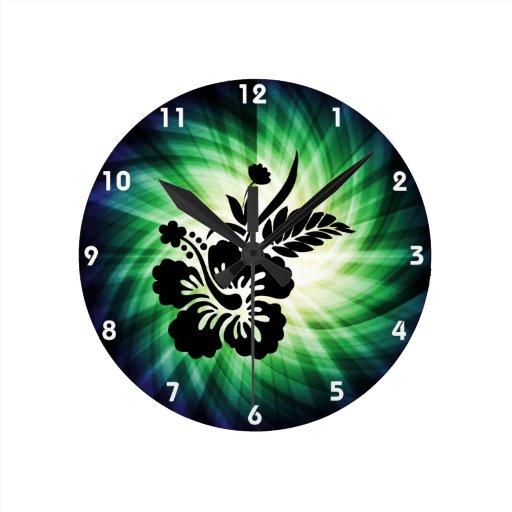 Flores hawaianas que brillan intensamente relojes