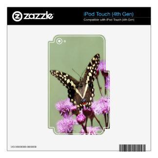 Flores hermosas de la mariposa y de la lila iPod touch 4G skin