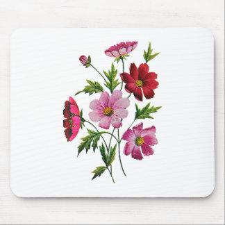 Flores hermosas del cosmos en bordado de la lana p tapete de ratón