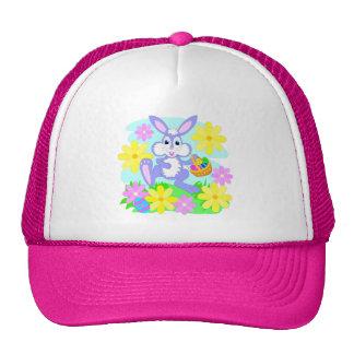 Flores lindas felices del conejo del dibujo gorro de camionero