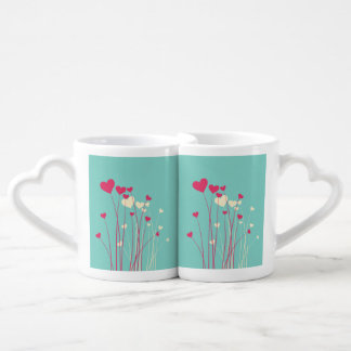 Flores modernas del corazón del amor tazas para parejas