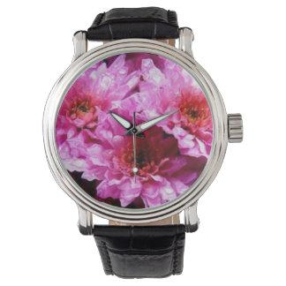 flores mojadas rosadas reloj