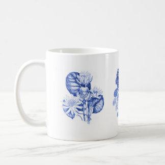 Flores monocromáticas en el azul de Delft Taza De Café