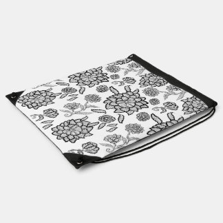 Flores negras blancas florales de la flor del mochila
