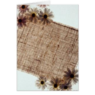Flores negras de la arpillera y de las margaritas tarjeton