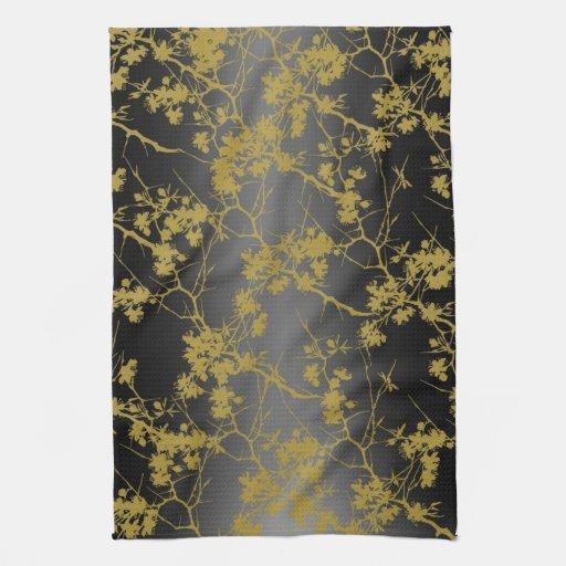 Flores oxidados en toalla de cocina negra