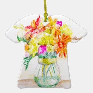 Flores pintadas a mano adorno de cerámica en forma de camiseta