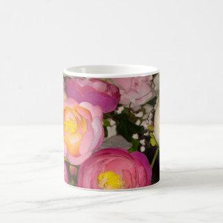 Flores plásticas bonitas del tipo y de la raza taza básica blanca