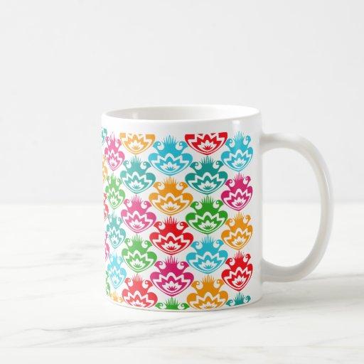 Flores populares coloridas retras de moda taza