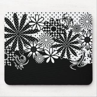 Flores punteadas blancos y negros Mousepad