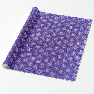 Flores púrpuras azules florales de las violetas papel de regalo