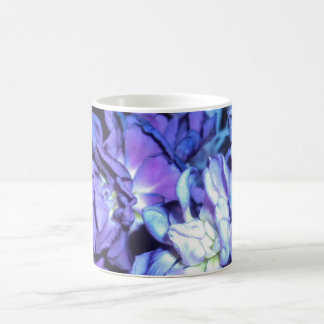 Flores púrpuras bonitas taza clásica