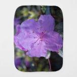 flores púrpuras de la azalea de la primavera paños para bebé