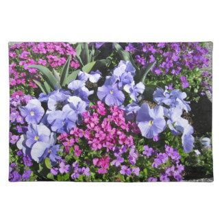 Flores púrpuras de la primavera mantel