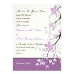 Flores púrpuras de la rama de la magnolia que casa comunicados personalizados