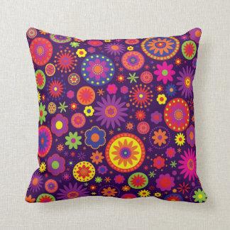 Flores púrpuras del arco iris del Hippie Cojines