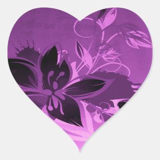 Flores púrpuras del jardín pegatina de corazón
