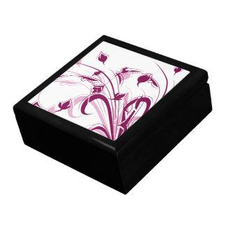 Flores púrpuras en blanco caja de joyas