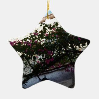 Flores púrpuras en invierno ornamento de reyes magos