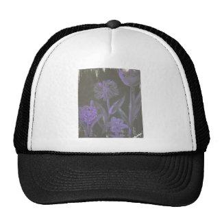 """Flores púrpuras en negro"" por L. Leidig '07 Gorro"