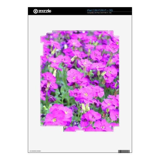 Flores púrpuras en productos calcomanía para el iPad 2