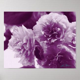 Flores púrpuras en una impresión fotográfica de la