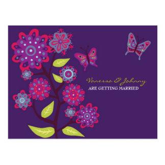 Flores púrpuras enrrolladas que casan reserva la postales