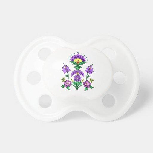 Flores púrpuras felices chupete de bebé