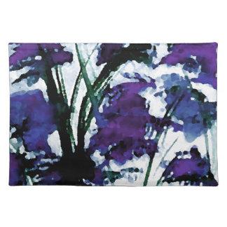 Flores púrpuras florales modernas en las brisas de manteles individuales