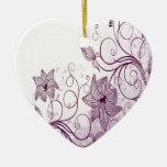 Flores púrpuras hermosas adorno navideño de cerámica en forma de corazón