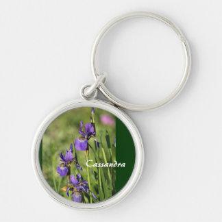 Flores púrpuras llavero redondo plateado