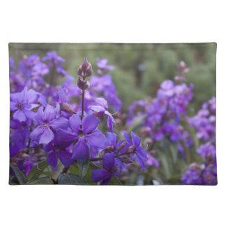 Flores púrpuras manteles individuales