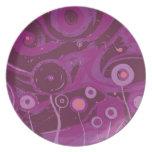 Flores púrpuras oscuras platos de comidas