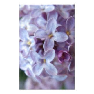 Flores púrpuras papelería de diseño