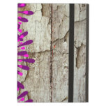 Flores púrpuras rosadas de madera del granero rúst