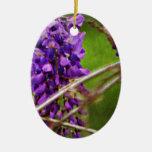 Flores púrpuras salvajes adorno ovalado de cerámica