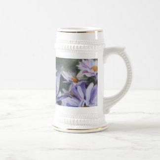 Flores púrpuras Stein de los pétalos Jarra De Cerveza