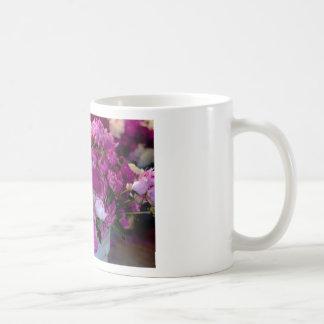 Flores púrpuras tazas de café