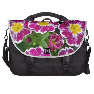 Flores púrpuras y amarillas de la primavera bolsas de portatil