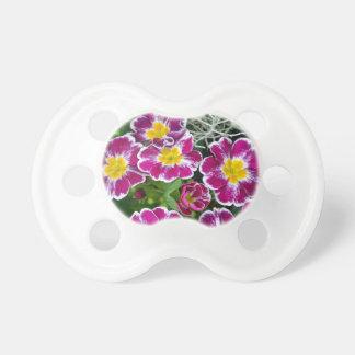 Flores púrpuras y amarillas de la primavera chupete de bebe
