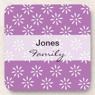 Flores púrpuras y blancas del monograma de Customi Posavasos