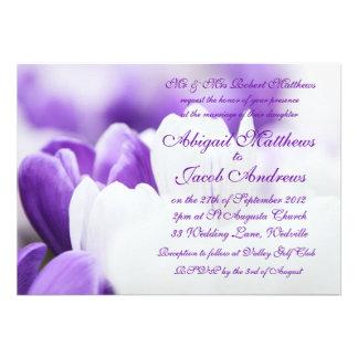 Flores púrpuras y blancas - invitación del boda
