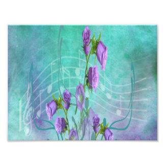 Flores púrpuras y notas musicales cojinete