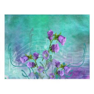 Flores púrpuras y notas musicales tarjetas postales