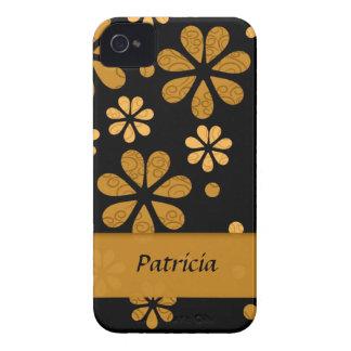 Flores retras amarillas personalizadas en negro Case-Mate iPhone 4 cárcasas