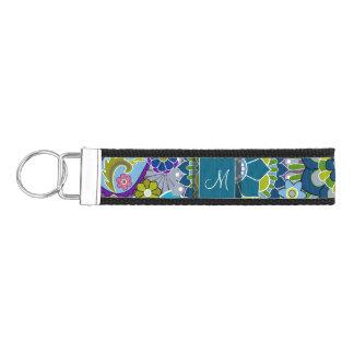 Flores retras coloridas con el monograma llavero de pulsera