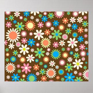 Flores retras enrrolladas de la margarita póster