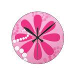 Flores retras femeninas florales rosadas lindas de relojes de pared