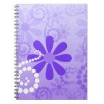 Flores retras florales púrpuras femeninas libreta espiral