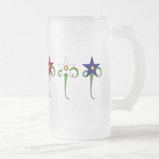 Flores rojas, blancas, y azules taza de cristal
